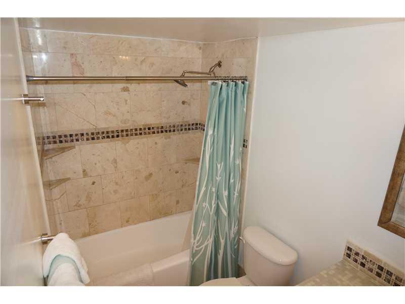 Photo of 19370 COLLINS AV SEASONAL #823, Sunny Isles Beach, Florida, 33160 - Bathroom
