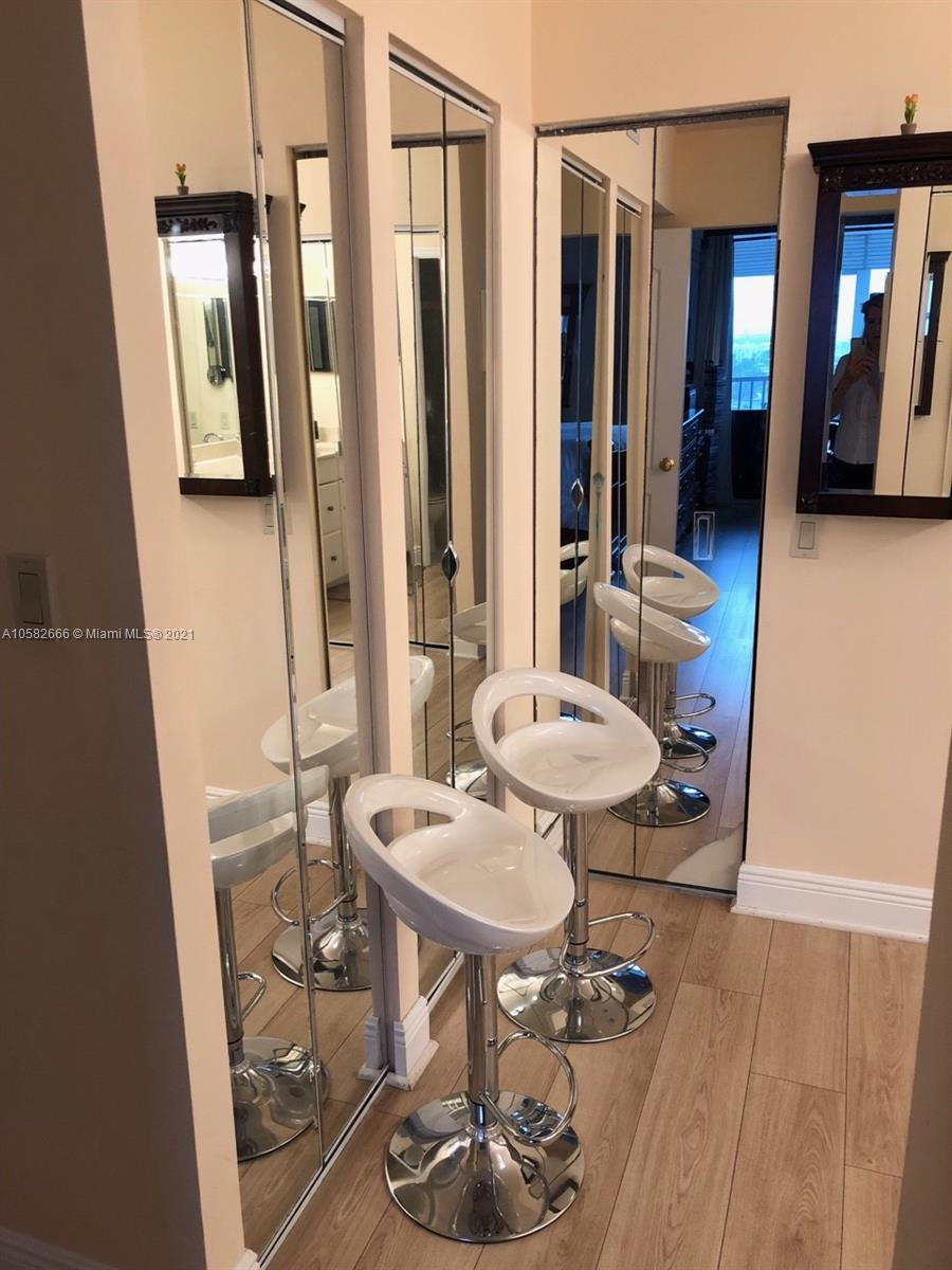 Photo of 3731 Country Club Dr #1824, Aventura, Florida, 33180 - MASTER BATHROOM