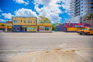1 750 000$ - Miami-Dade County,Miami; 7000 sq. ft.