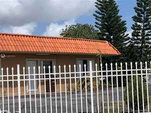 780 000$ - Miami-Dade County,Hialeah; 2901 sq. ft.
