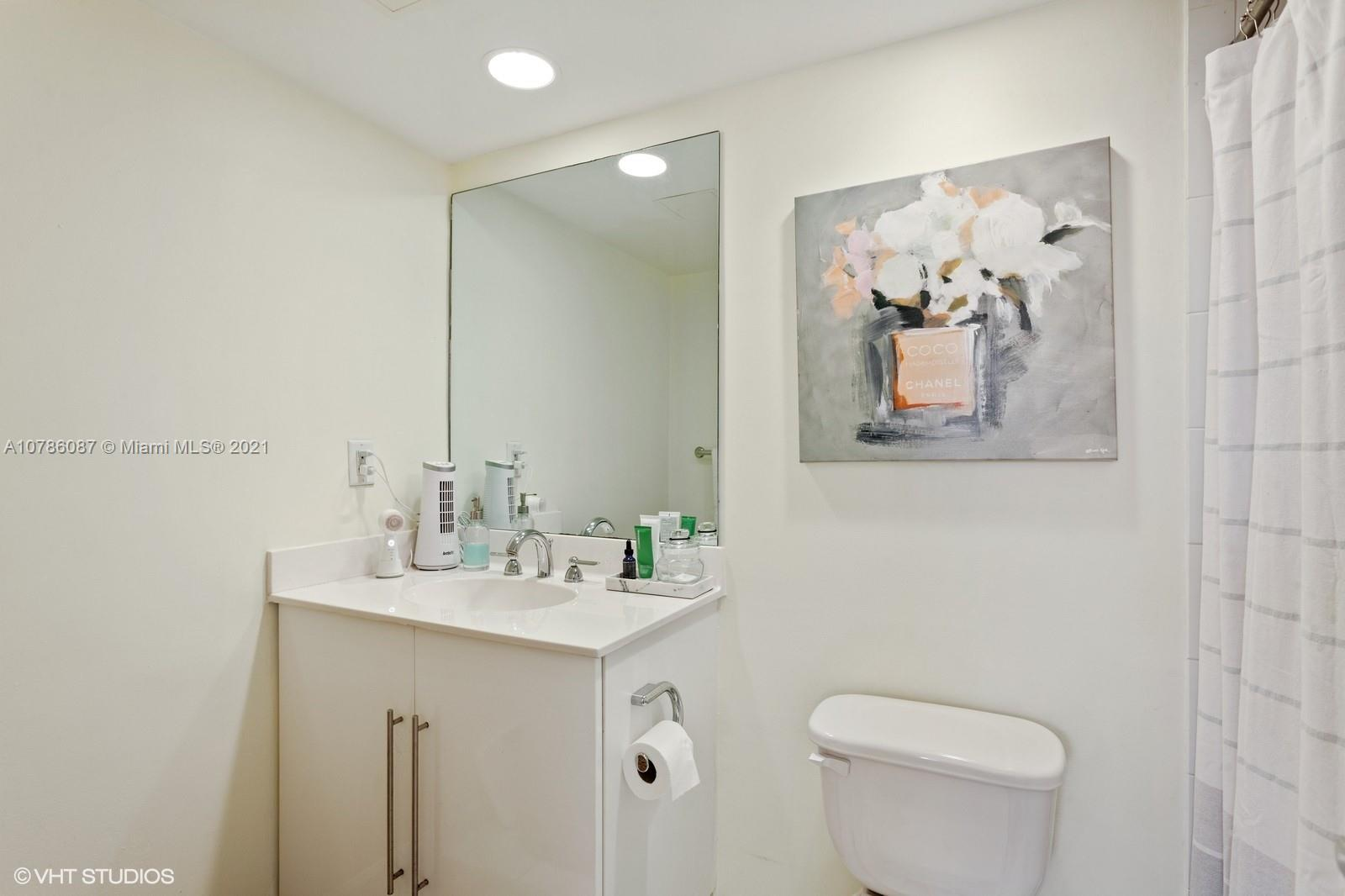 Photo of 3000 Ocean Dr #1216, Hollywood, Florida, 33019 - Bathroom