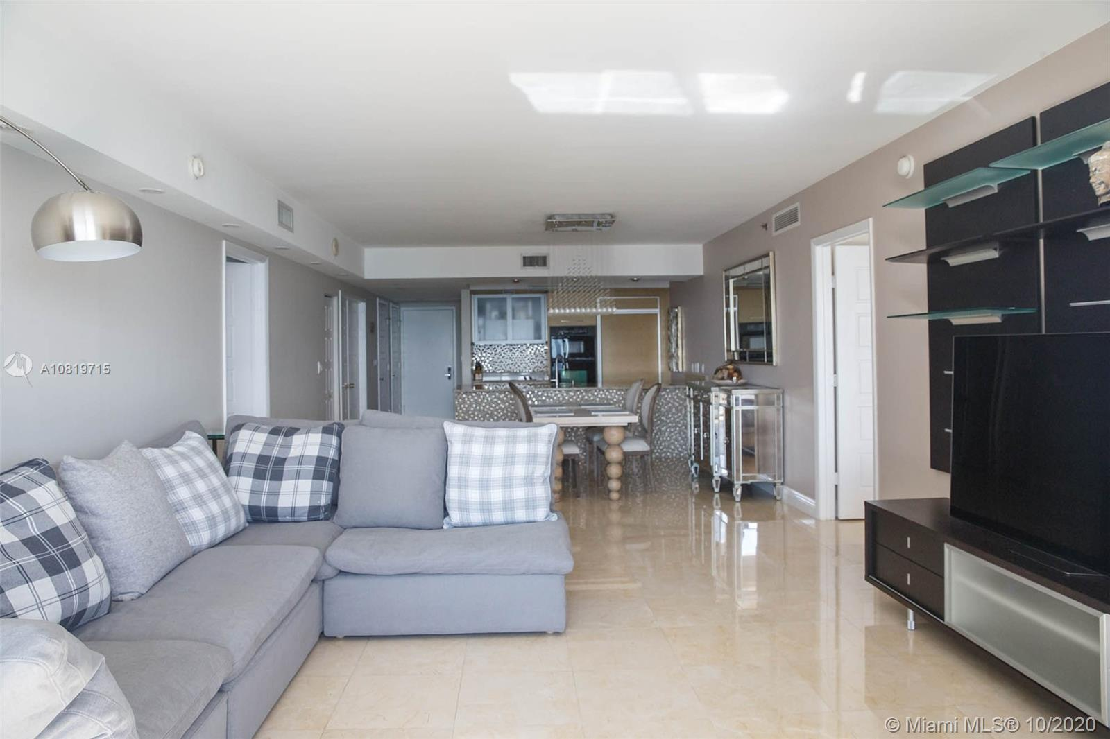 3003 3 / 3 1733 sq. ft. $ 2020-10-19 0 Photo