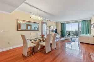 5 000$ - 2608; beds: 3 / baths:3; 1571 sq. ft.