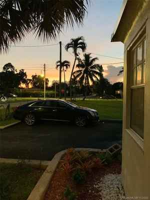 925 999$ - Miami-Dade County,North Miami Beach; 2367 sq. ft.