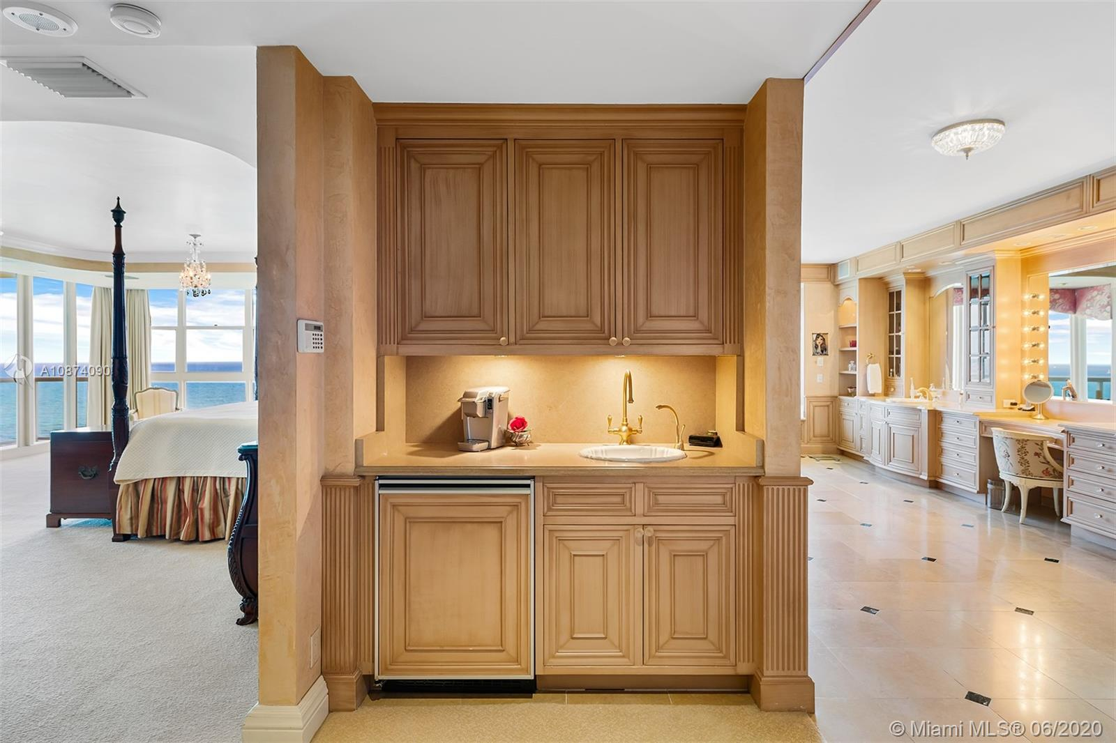 Photo of 6051 Ocean Dr #PH5, Hollywood, Florida, 33019 - Kitchenette in master bedroom suite