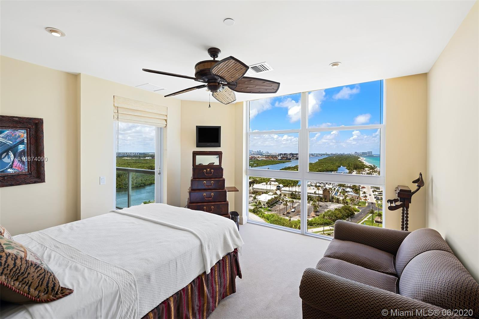 Photo of 6051 Ocean Dr #PH5, Hollywood, Florida, 33019 - Guest bedroom 1