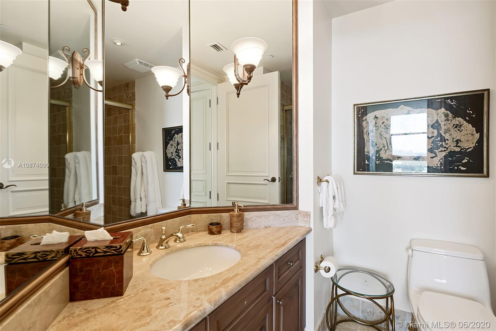 Photo of 6051 Ocean Dr #PH5, Hollywood, Florida, 33019 - Guest bathroom
