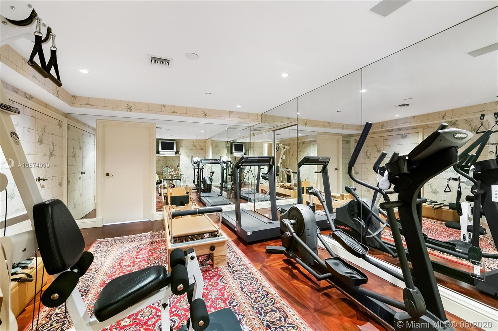 Photo of 6051 Ocean Dr #PH5, Hollywood, Florida, 33019 - In-home gym