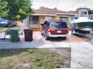 495 000$ - Miami-Dade County,Hialeah; 3139 sq. ft.