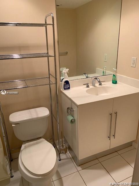 Photo of 3000 Ocean Dr #1218, Hollywood, Florida, 33019 - Full Bathroom