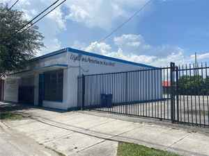 999 000$ - Miami-Dade County,Miami; 12653 sq. ft.