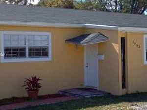400 000$ - Miami-Dade County,North Miami; 1832 sq. ft.