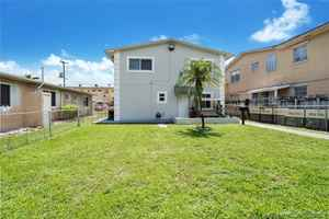 649 000$ - Miami-Dade County,Hialeah; 2190 sq. ft.