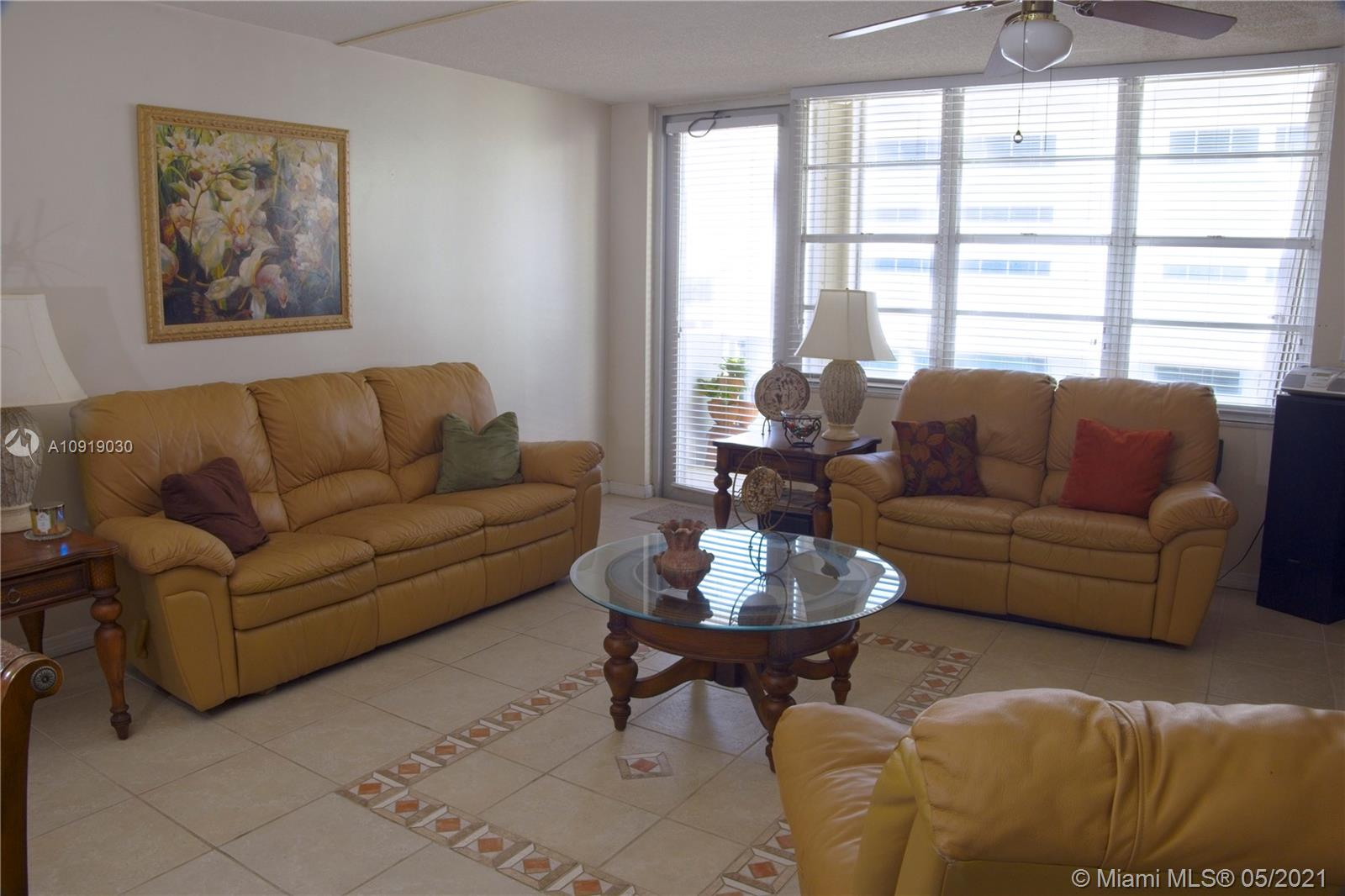 Photo of 3725 Ocean Dr #921, Hollywood, Florida, 33019 - LIVING ROOM #1