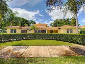 1 499 000$ - Miami-Dade County,Coral Gables; 4853 sq. ft.