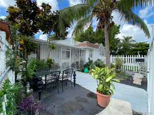 348 000$ - Miami-Dade County,Miami; 1438 sq. ft.