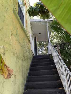 350 000$ - Miami-Dade County,Miami; 2190 sq. ft.