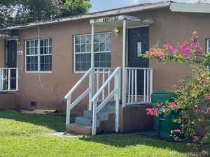 420 000$ - Miami-Dade County,Opa-Locka; 2240 sq. ft.