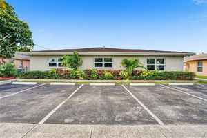 449 000$ - Broward County,Lauderhill; 3105 sq. ft.