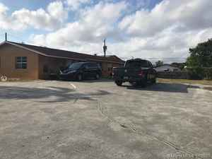 495 000$ - Broward County,Dania Beach; 2611 sq. ft.
