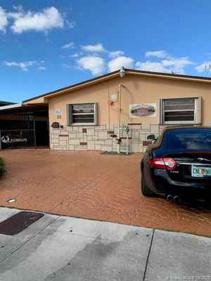 599 900$ - Miami-Dade County,Hialeah; 6450 sq. ft.