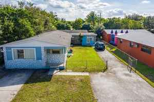 450 000$ - Miami-Dade County,North Miami Beach; 3594 sq. ft.