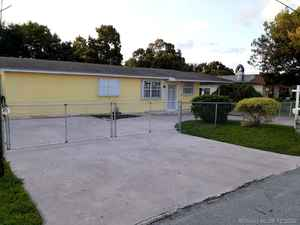 739 000$ - Miami-Dade County,Miami; 2818 sq. ft.