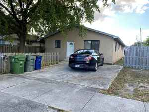 379 000$ - Broward County,Hallandale Beach; 2129 sq. ft.