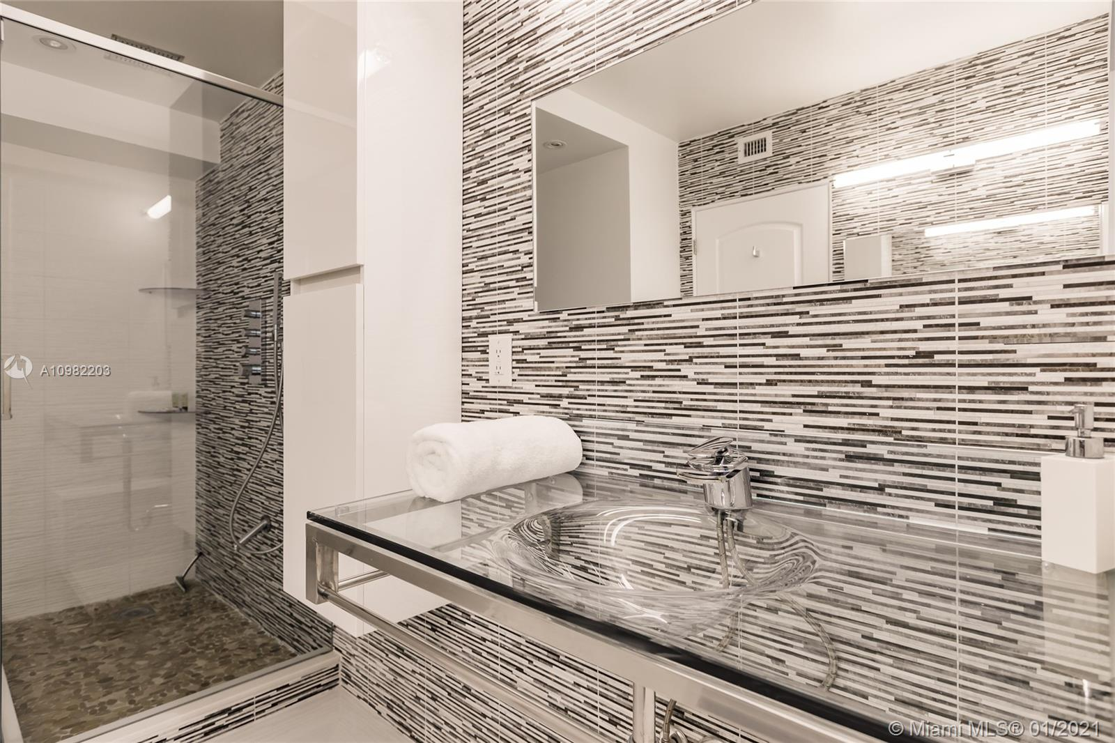 Photo of 3725 Ocean Dr #1504, Hollywood, Florida, 33019 - Master bathroom with his and her sinks.