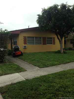 500 000$ - Miami-Dade County,North Miami Beach; 2450 sq. ft.