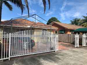 1 200 000$ - Miami-Dade County,Hialeah; 5443 sq. ft.