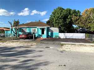 275 000$ - Miami-Dade County,Hialeah; 1096 sq. ft.