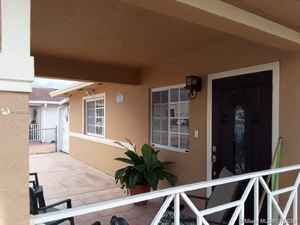 465 000$ - Miami-Dade County,Hialeah; 2300 sq. ft.