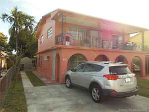 379 000$ - Miami-Dade County,Hialeah; 3240 sq. ft.