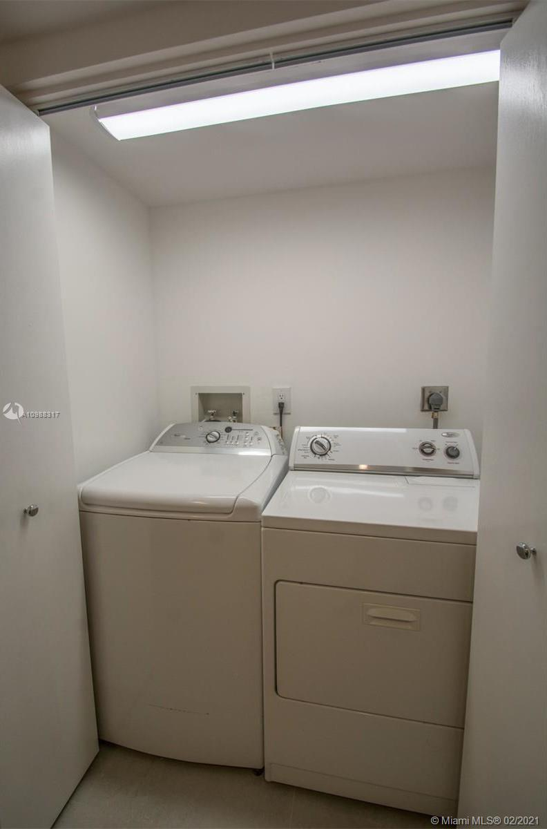 Photo of 19355 Turnberry Way #9L, Aventura, Florida, 33180 - 2 nd bathroom
