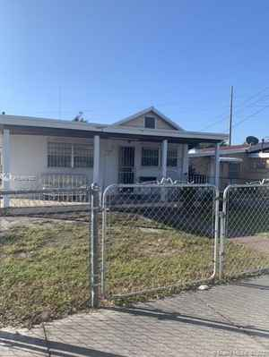 289 999$ - Miami-Dade County,Miami; 1897 sq. ft.