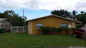 429 000$ - Broward County,Lauderhill; 2215 sq. ft.