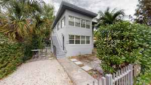 700 000$ - Miami-Dade County,Miami; 2074 sq. ft.