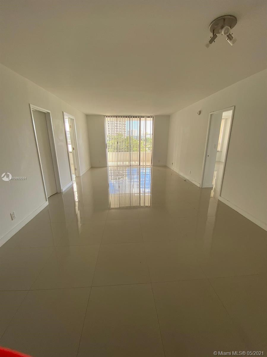 Photo of 500 Three Islands Blvd #223, Hallandale Beach, Florida, 33009 - Living and dining room