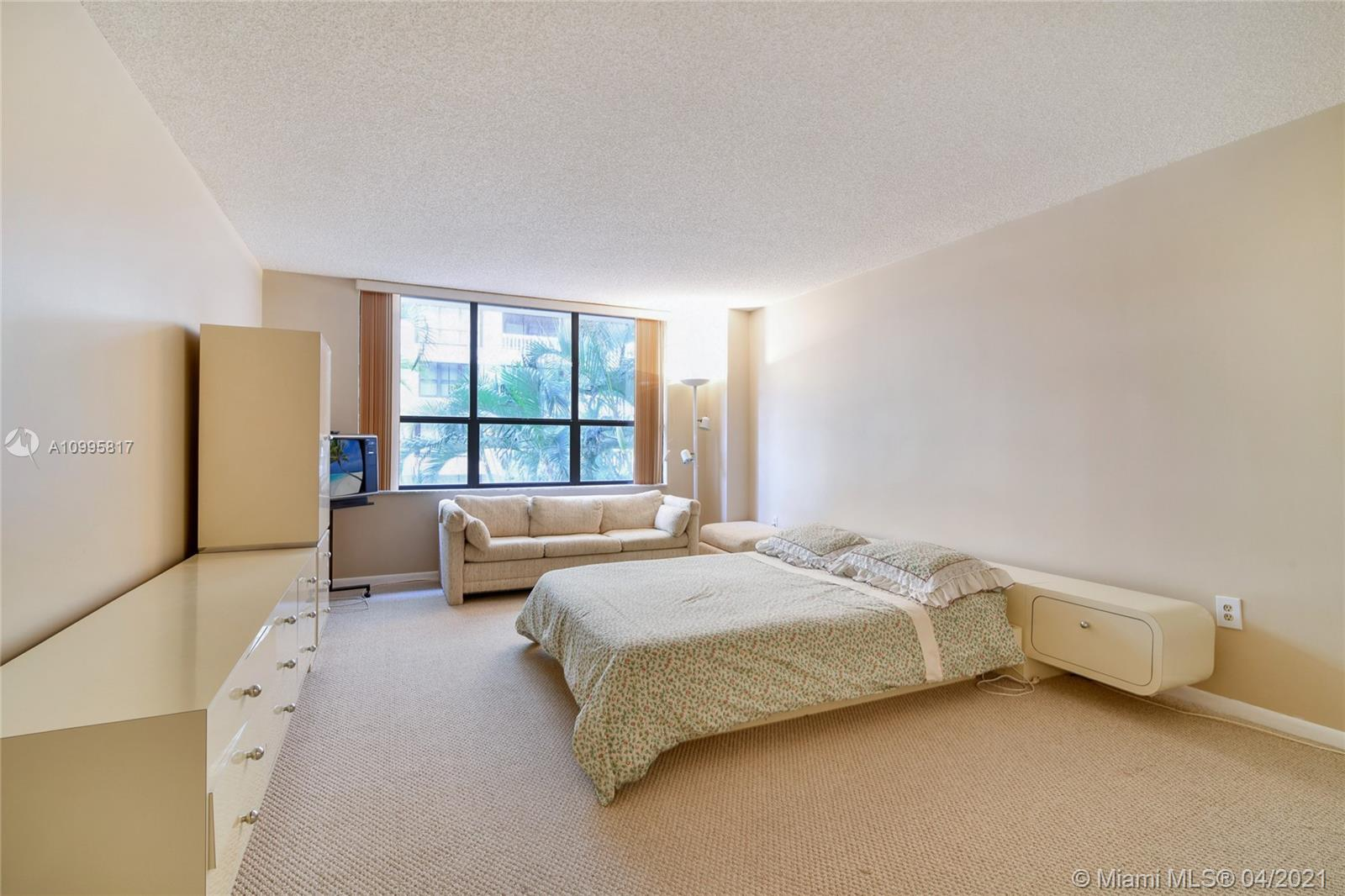 Photo of 9801 Collins Ave #5H, Bal Harbour, Florida, 33154 - Dinning room (where can be a third bedroom)