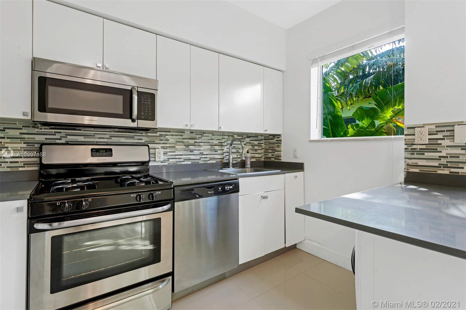/  4092 sq. ft. $ 2021-02-10 0 Photo