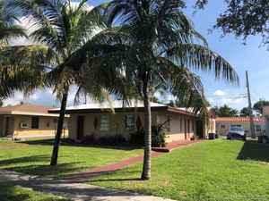 450 000$ - Miami-Dade County,North Miami Beach; 2346 sq. ft.