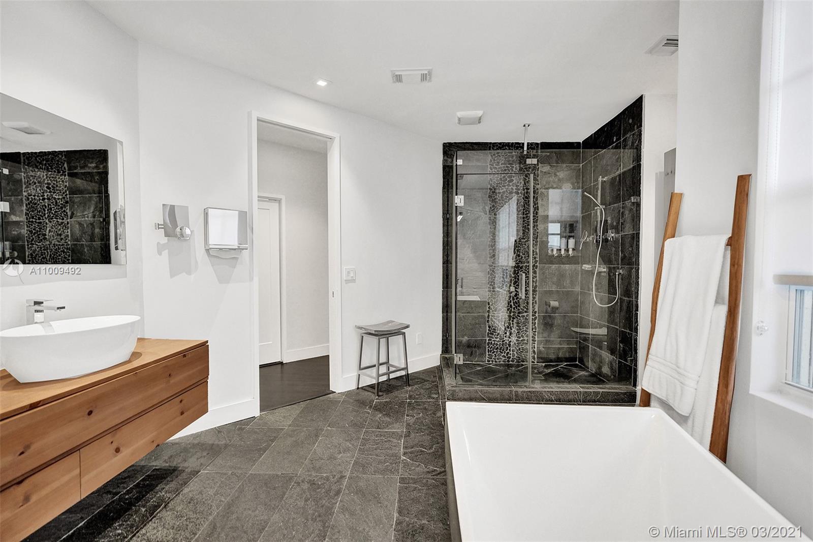 Photo of 19413 38th Ct, Sunny Isles Beach, Florida, 33160 - Master Bathroom