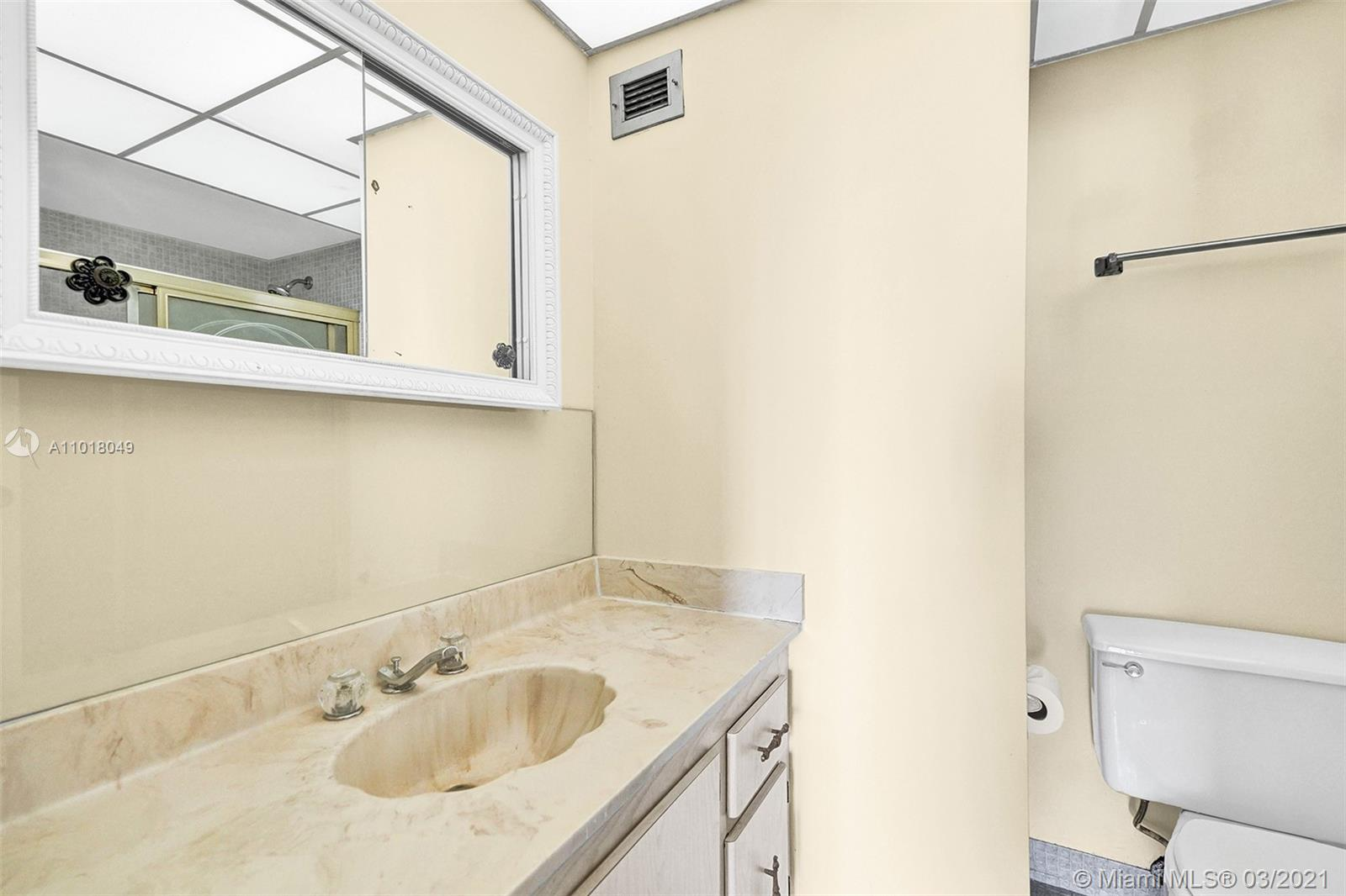 Photo of 1500 Ocean Dr #11I, Hollywood, Florida, 33019 - Bedroom
