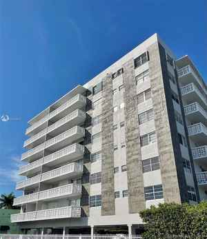 329 000$ - Miami-Dade County,Miami Beach; 757 sq. ft.