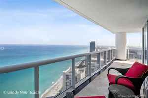 1 995 000$ - 4204; beds: 3 / baths:4; 2078 sq. ft.