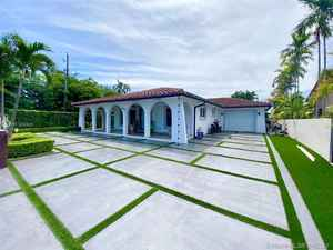 575 000$ - Miami-Dade County,Hialeah; 8084 sq. ft.