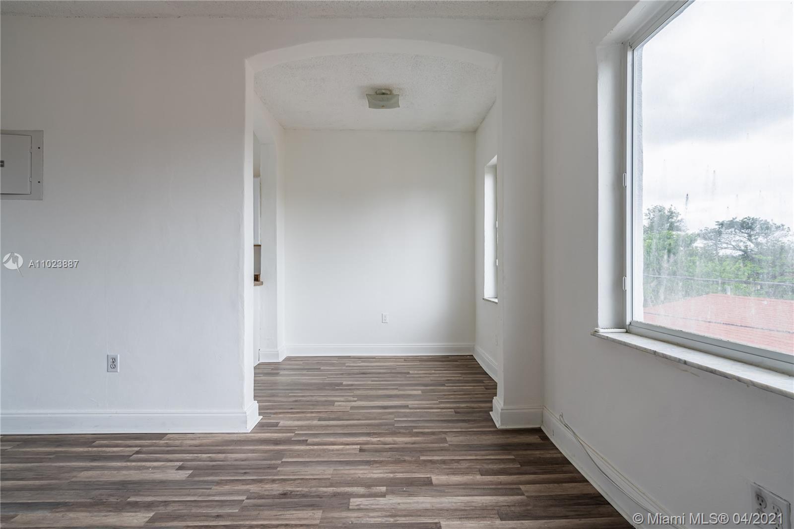 /  6240 sq. ft. $ 2021-04-14 0 Photo