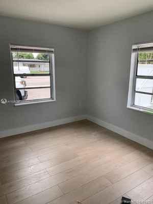 329 000$ - Miami-Dade County,Miami; 1300 sq. ft.