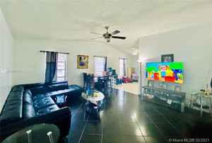 410 000$ - Broward County,Hollywood; 2212 sq. ft.
